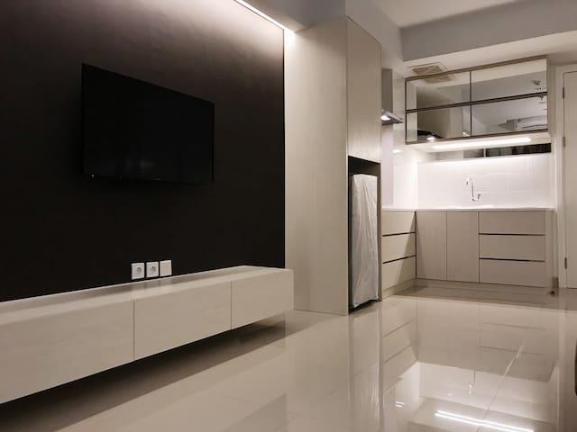 Cozy Minimalistic 2 BR Apartment Near JIEXPO