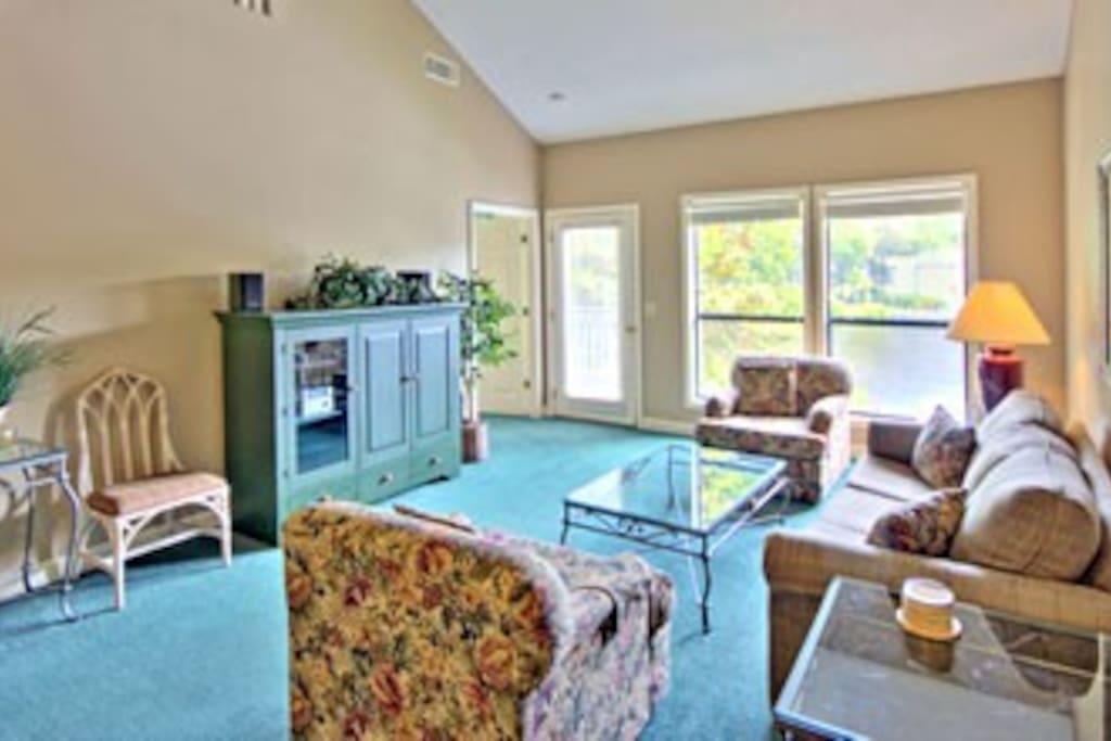 Spacious, bright living room