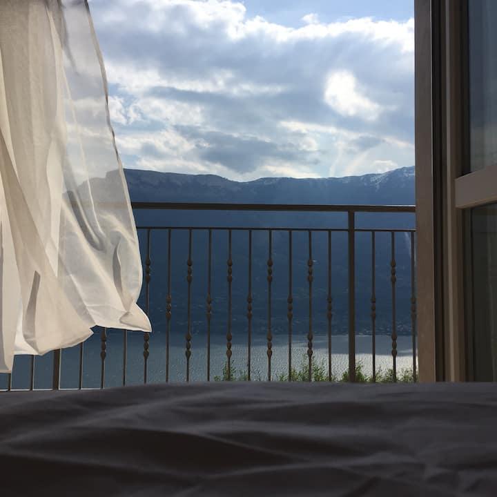 Fantastic Holiday Apartment Casa Elisabetta with Pool, Wi-Fi, Ventilators, Balcony, Terrace, Mountain & Lake view