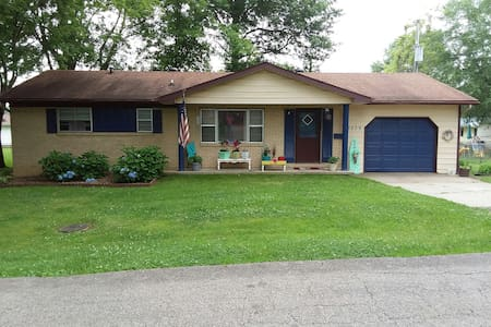2 bedroom, 1 bath ranch home w/laundry & garage