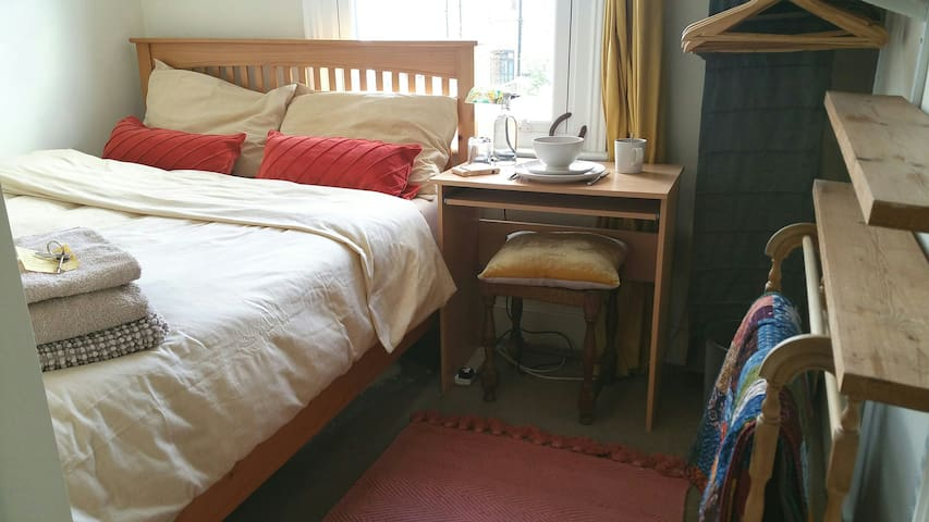 Cute, light double in friendly zone 2 houseshare
