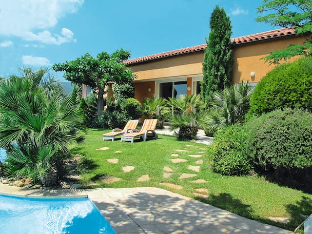 250 m² Holiday home in Gareoult