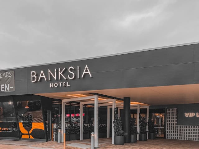 Banksia Hotel. Close to airport and train station.