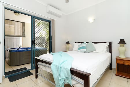 Private Room with own Balcony and  private Spa - Darwin