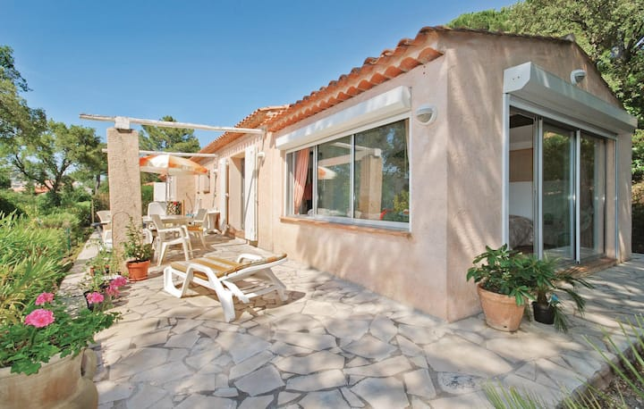 Stunning home in Sainte Maxime with WiFi, Outdoor swimming pool and 3 Bedrooms
