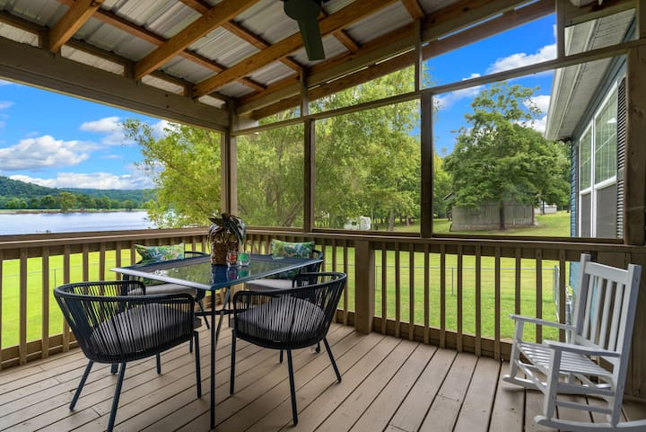 Charlotte Retreat - River Front - Private Space
