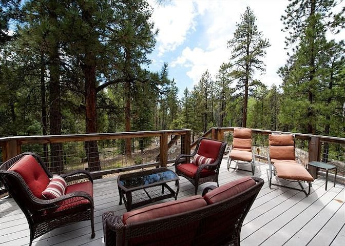 Luxury Mountain Home - Hot Tub, Fire Pit, Large Deck - 3 Miles to Purgatory - Durango - Casa