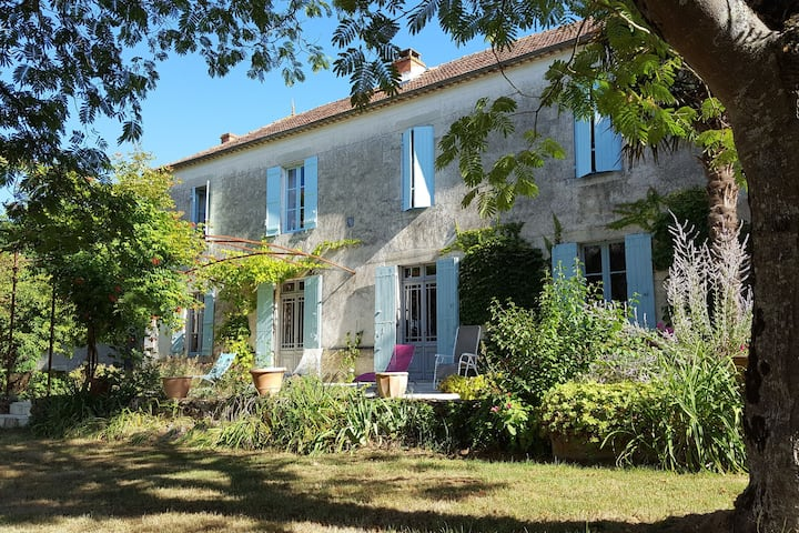 Charming farmhouse in Aquitaine with private Pool and landscaped garden!