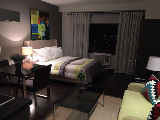 Lovely Studio Unit in Gramercy Makati + Netflix