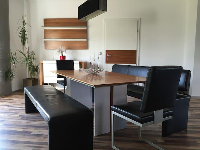 Freundliche Wohnung 105m2 - Treibach - Apartamento