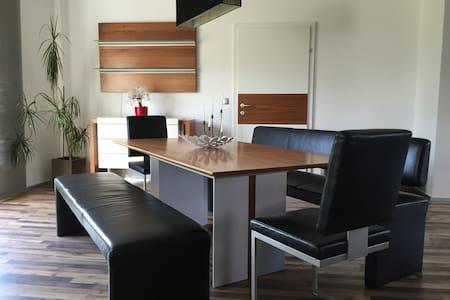 Freundliche Wohnung 105m2 - Treibach - อพาร์ทเมนท์
