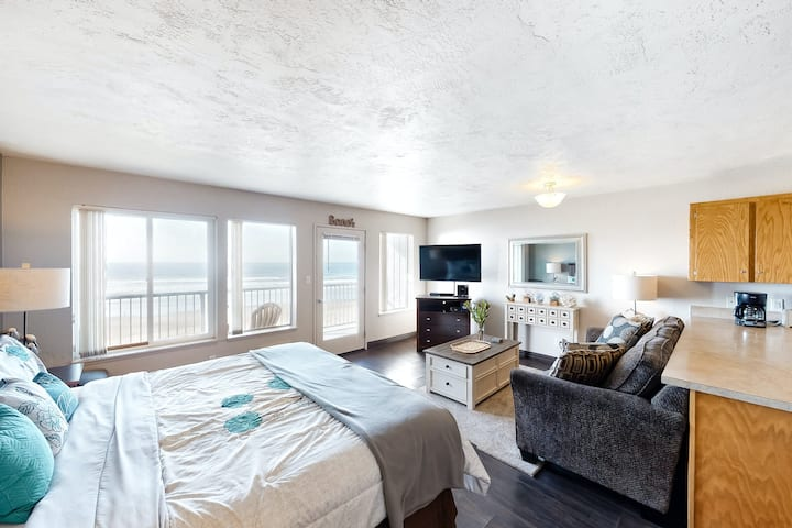 Modern oceanfront studio condo on Nye Beach w/ seasonal shared pool