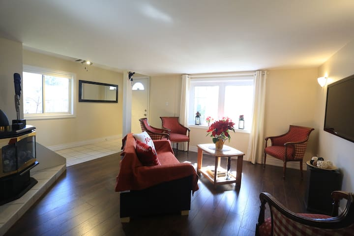 FALLSVIEW COTTAGE- WALKING DISTANCE TO THE FALLS