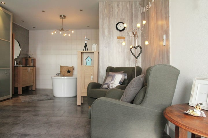 Quaint Apartment in Egmond aan den Hoef near the Sea
