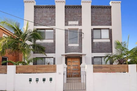 2 bedroom art deco apartment with garden near UNSW - Kingsford
