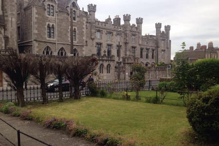 Beautiful study in Dub7, 20 min walking of center - Dublin