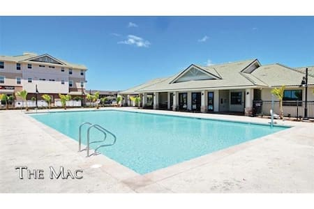 Pool, Park, Shopping, 2 Miles from the Beach - Kapolei