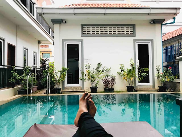 Carolina Angkor Hostel N6 free pickup & pool