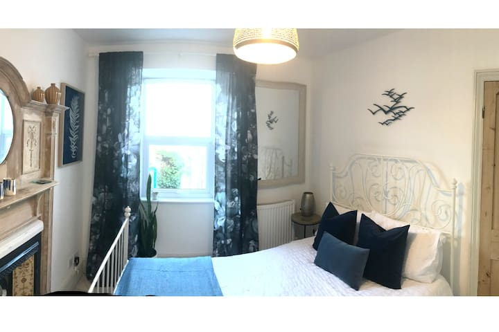Relaxed & Cosy Getaway, St Ives Town Centre. Room2