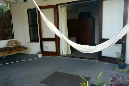 Private studio with relaxing garden patio - North Curl Curl - Rumah