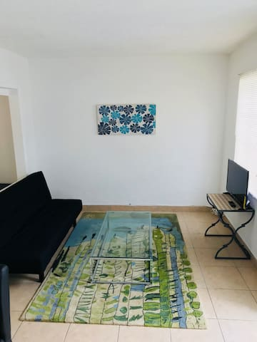 Affordable Apt close to the beach w/ free parking!
