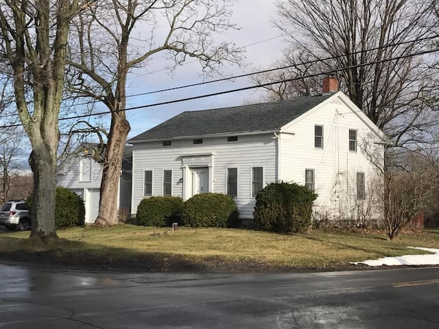Classic Greek Revival Farmhouse - Trumansburg - Dům