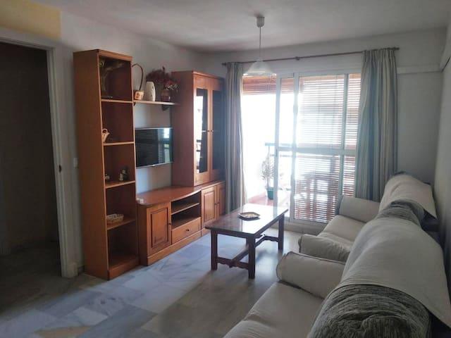 Central apartment near the sea, garage, wifi