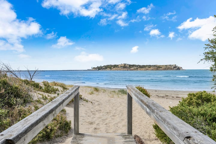 DIRECT BEACH ACCESS | FRANKIES @ VICTOR HARBOR