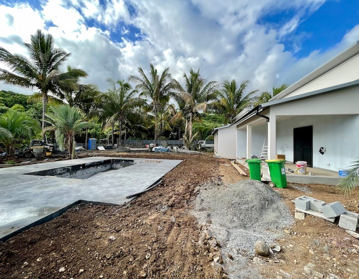Lodge cocotier avec piscine et  jardin tropicale.