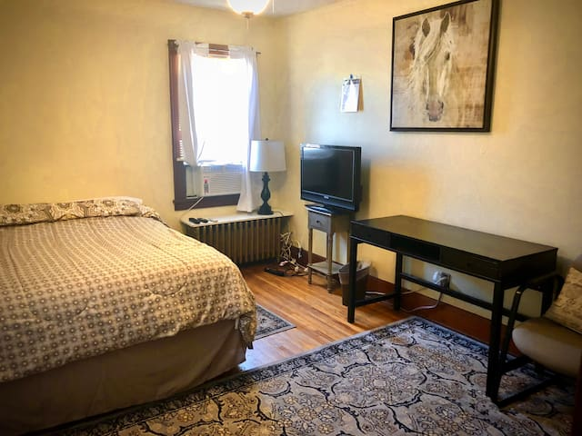 1BR Priv Rm-10 Min Uber to DT Mpls or U of M (B1)