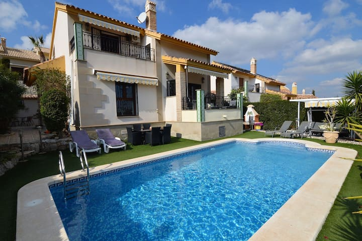 Geweldige villa in Algorfa met privézwembad en uitzicht op golfbaan