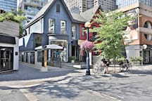 Surrounding Area - Tons of amazing restaurants and shops Just STEPS Away