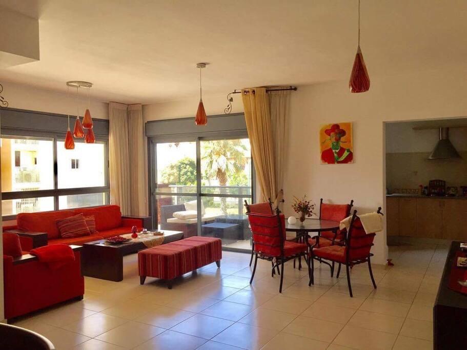 Bel appartement tout confort pr s de la mer appartements for Appartement israel netanya