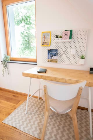 Small workstation