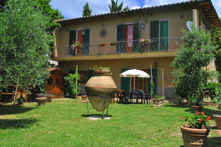 Farm holiday at the edge of the Chianti on a hill with a view over Siena