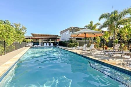 Modern 3Bed Townhouse & Pool! - Murarrie - 連棟房屋