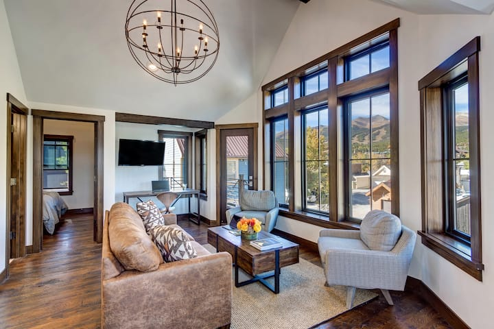 Stunning, Luxury Condo in Downtown Breckenridge! The Residence at Aurum