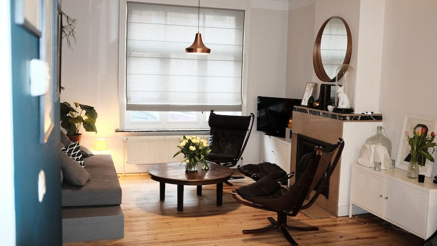 Private Room in a warm & design house in brussels