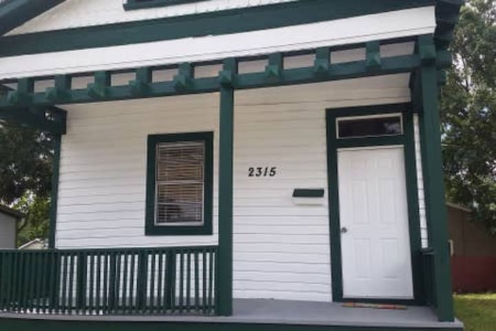 Belle Queen Private Room Blocks from Ybor City!