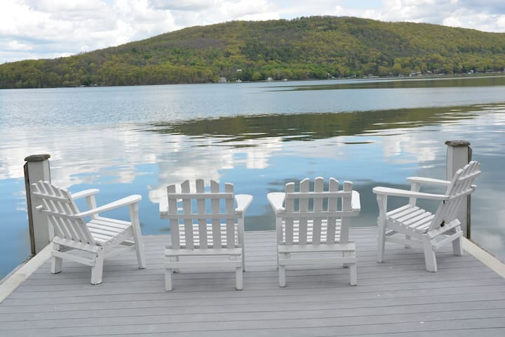 Romantic cottage on beautiful Keuka Lake w/views