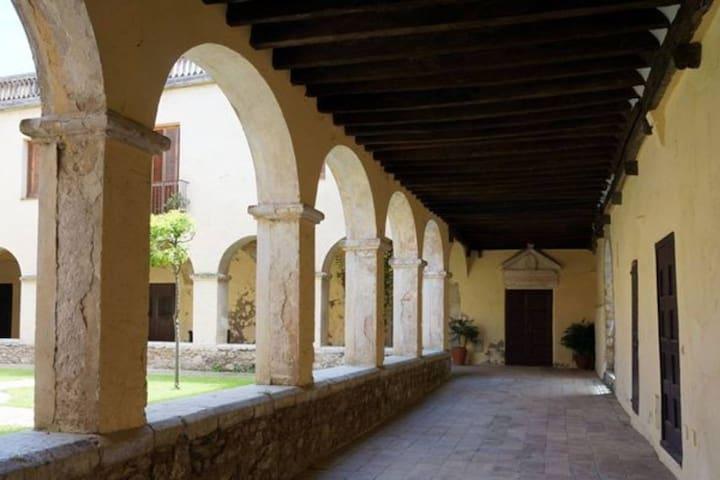 Habitación Cel.la en Casa Convento Monjas Clausura - Peralada - Bed & Breakfast
