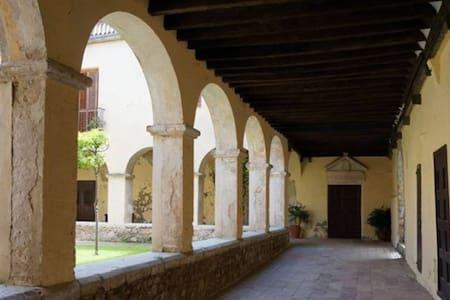 Habitación Cel.la en Casa Convento Monjas Clausura - Peralada - Wikt i opierunek
