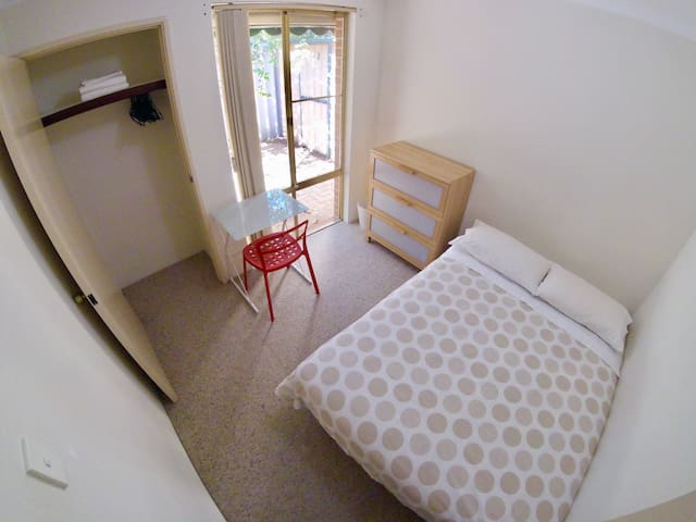 Single Room in a Cozy Home on Scarborough Beach WA