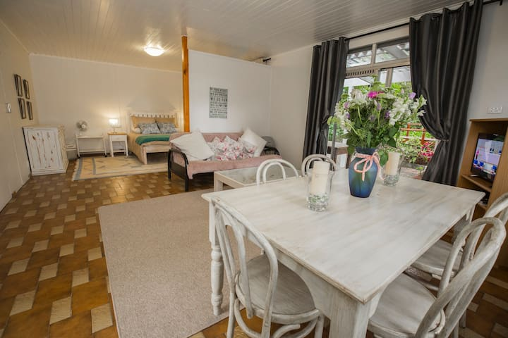 constantia self catering cottage