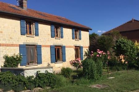 Dompremy: maison avec jardin
