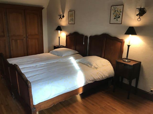 Chambre du Guemal dans la maison d'amis 2 lits de 90 cm