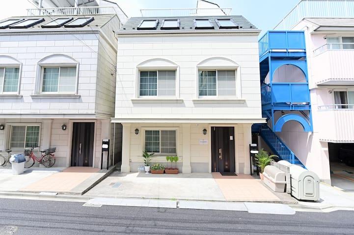 100m2 house/3BR/quiet str./near shinjyuku sta.