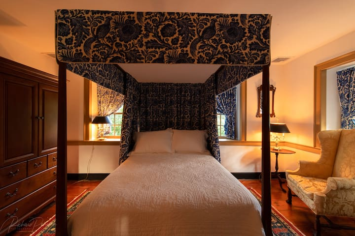 Main Bedchamber Featuring Double Canopy Bed