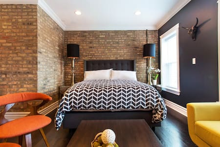 Modern Chicago Loft with a Complimentary Garage Spot