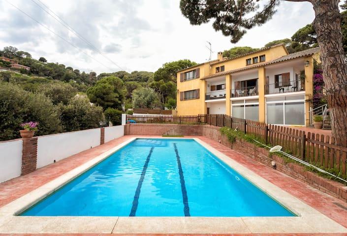 Magnifica casa con piscina privada a 10 mins playa